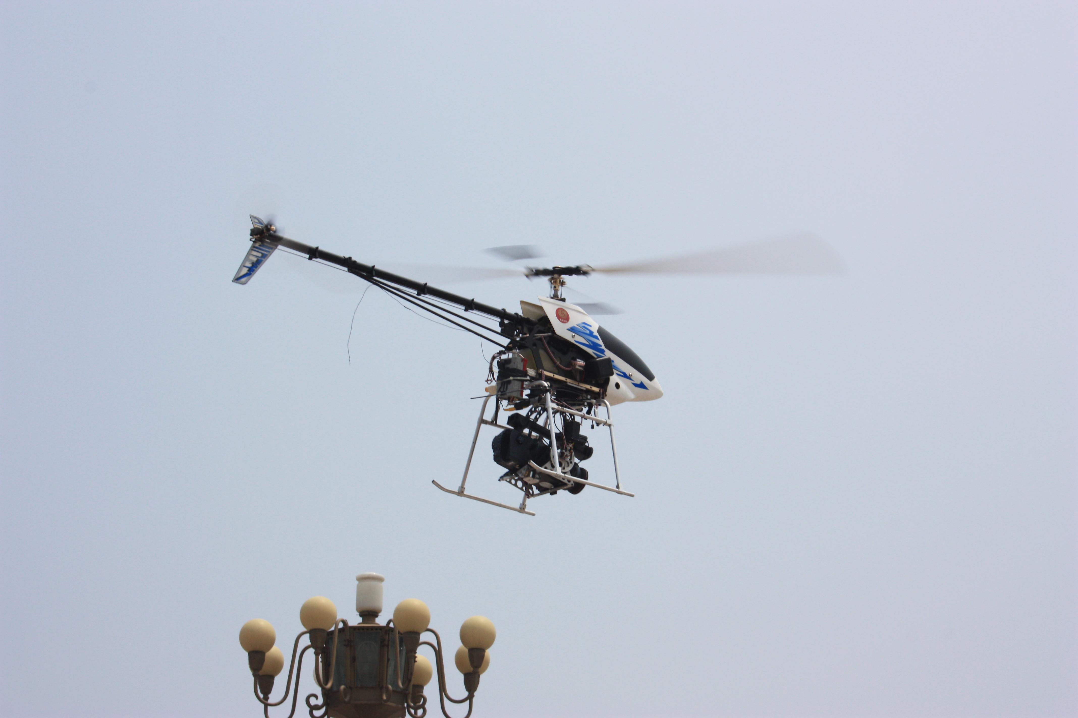 采用镁铝合金的框架机身,带滑橇式起落架;双油箱至于机身两侧;采用复合材料制作的主旋翼和尾桨。一台80cc汽油发动机通过标准减速机构驱动主旋翼。该直升机将有效载荷至于机头前部。   SSC系列直升机技术数据